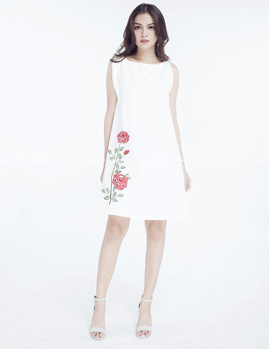 đầm trắng thêu hoa hồng